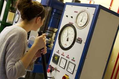 Piston cylinder experiment